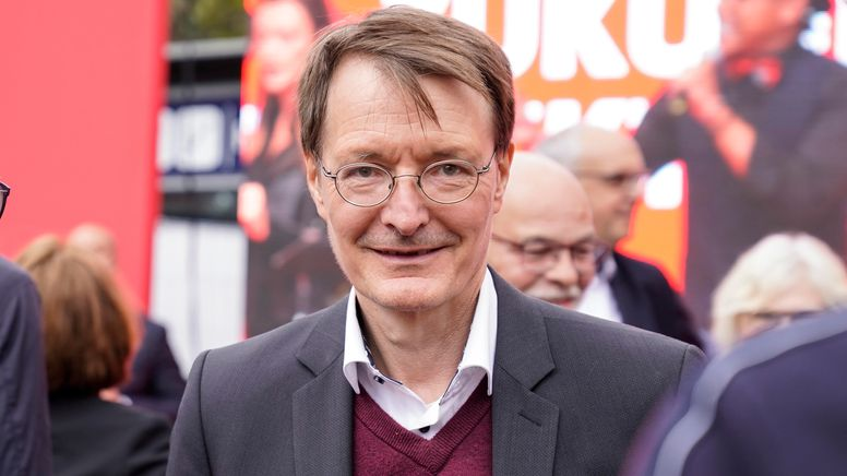 Bundestagsabgeordneter Karl Lauterbach beim offiziellen Wahlkampfabschluss der Sozialdemokraten am Heumarkt in Köln in der vergangenen Woche   Bild:picture alliance / Flashpic   Jens Krick