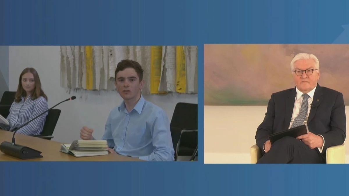 Schülerinnen und Schüler des Gymnasiums Penzberg sprechen mit Bundespräsident Steinmeier per Videoschalte über Penzberger Mordnacht