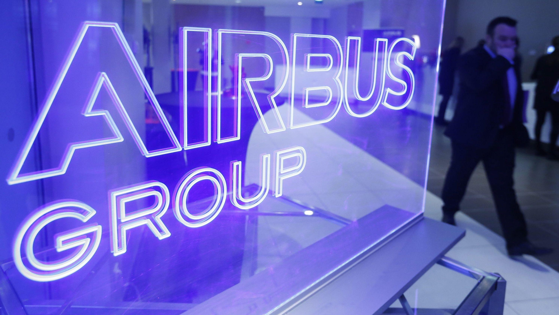 Das Logo der Airbus Group in Leuchtschrift.