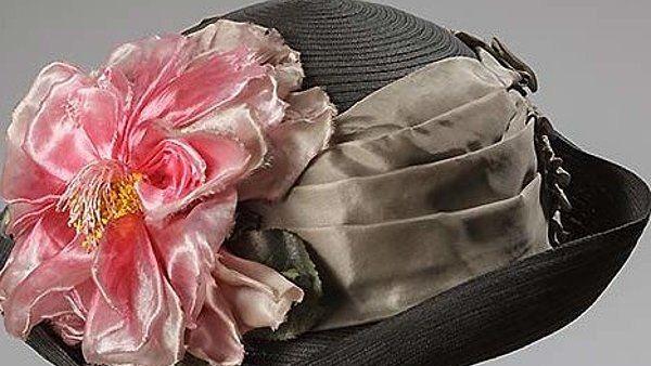 Einer von 92 Damenhüten aus dem Hut- und Putzgeschäft der Familie Rothschild aus München.