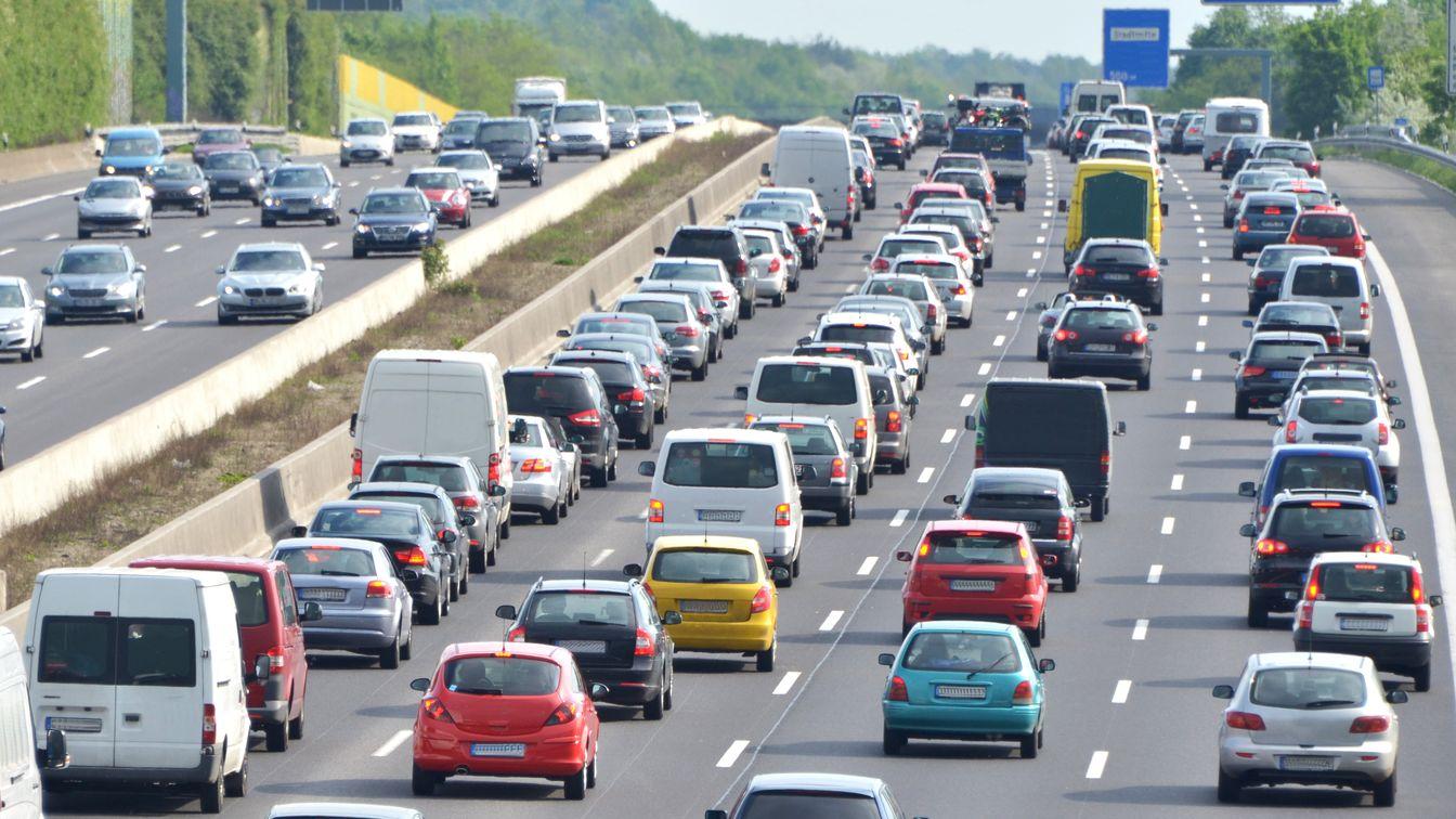 Archivbild Autoschlangen auf der Autobahn