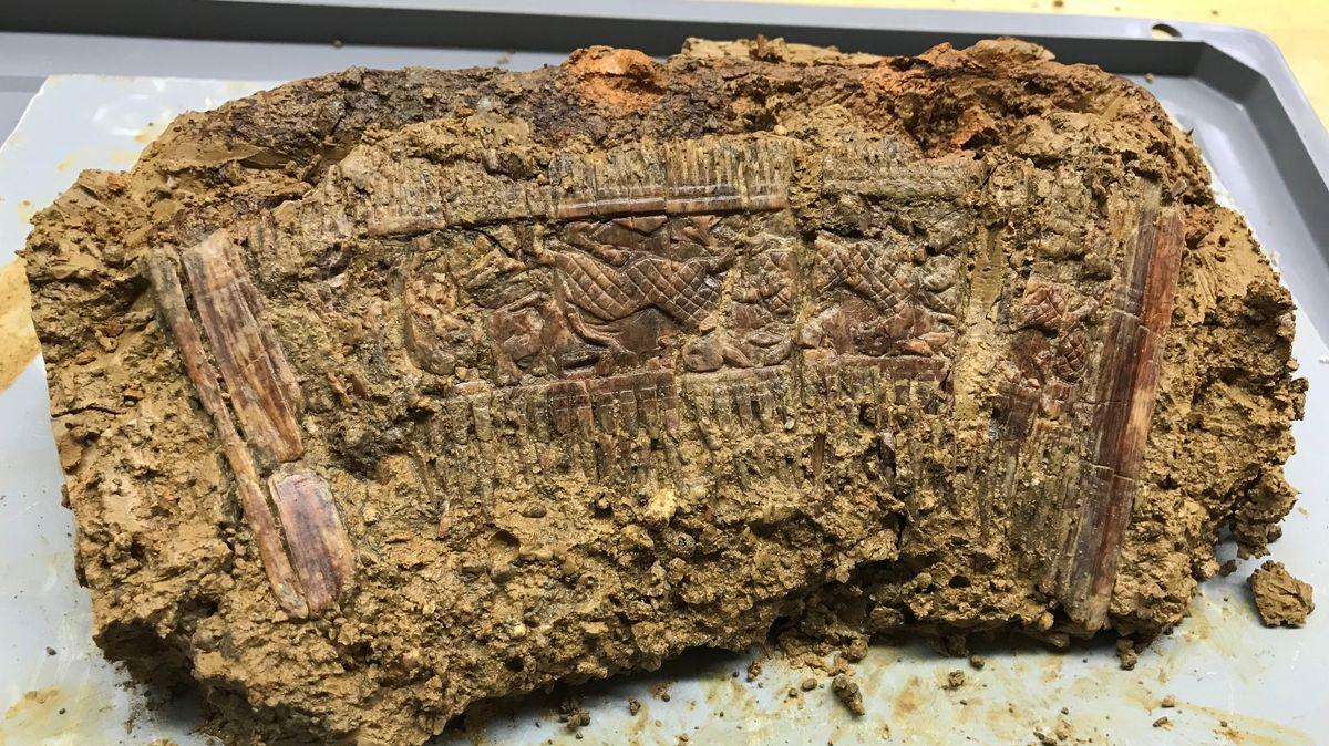 """""""Hipster-Kamm"""", der bei Deiningen in einem Rittergrab gefunden wurde."""