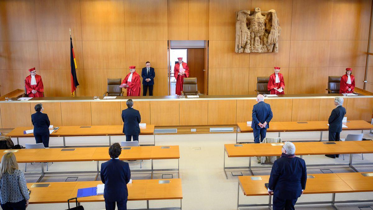Symbolbild: Richterinnen und Richter des 2. Senat in am Bundesverfassungsgericht in Karlsruhe - Verkündung der Entscheidung über den Anleihenkauf der EZB am 5. Mai 2020