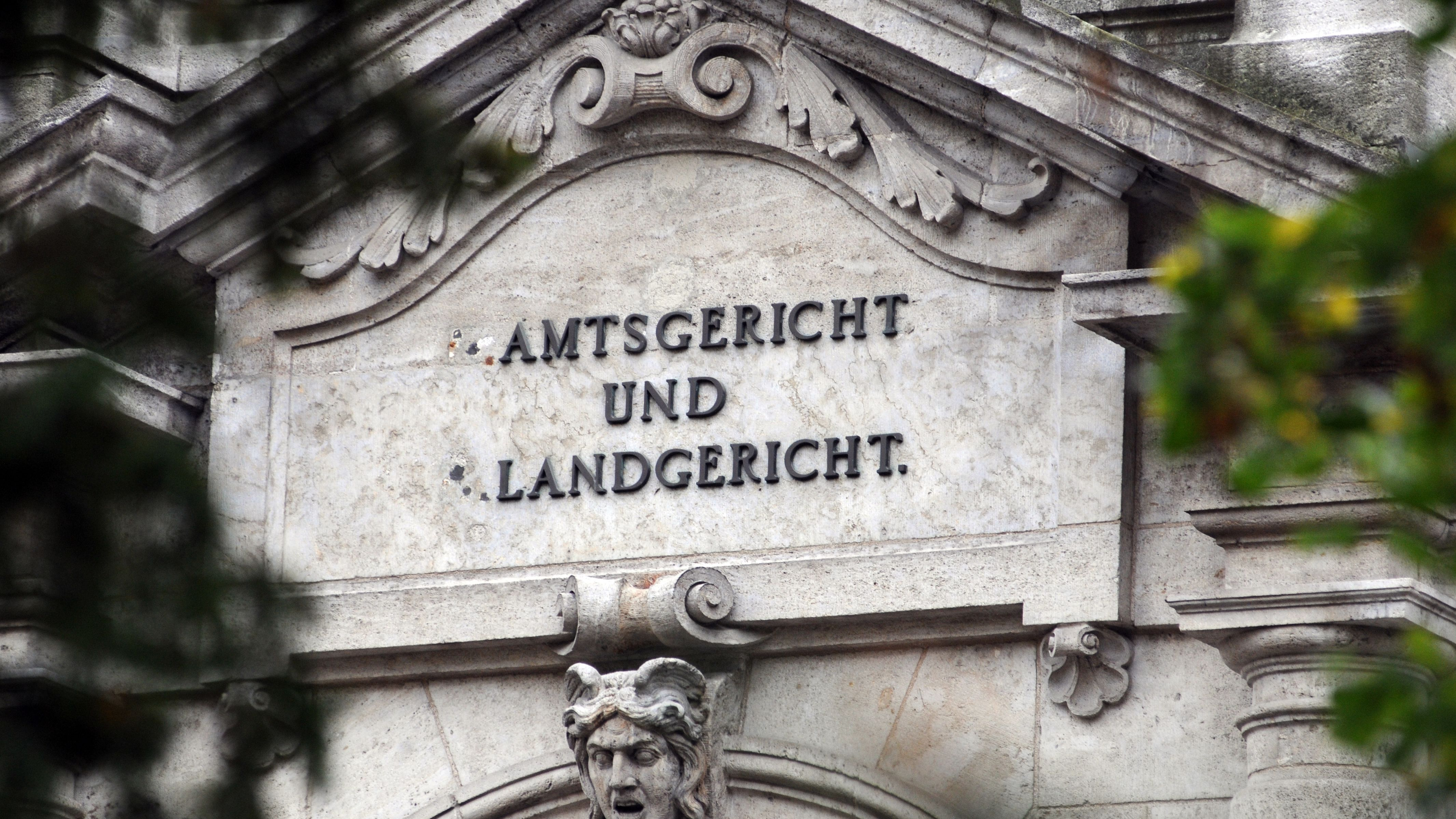 Neuer Strafbefehl in der Regensburger Korruptionsaffäre um den suspendierten OB Wolbergs. Ein Immobilienunternehmer soll 90.000 Euro zahlen.