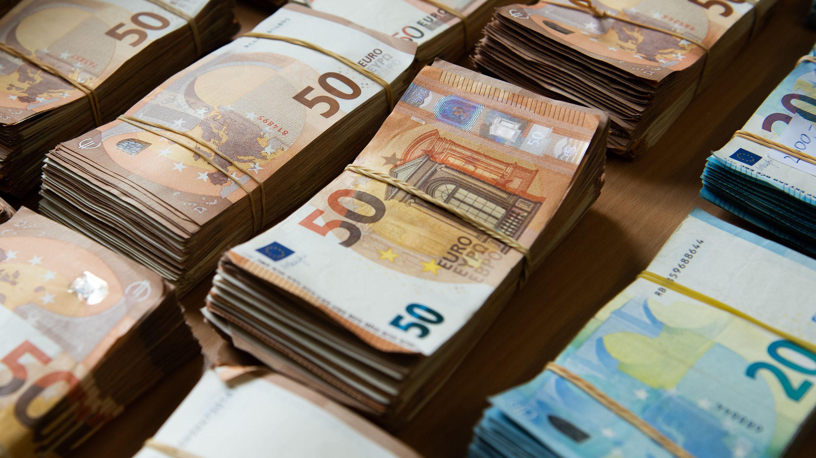gebündelte Euro-Banknoten