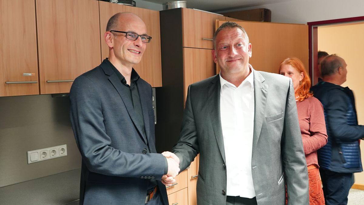Thomas Salzberger (r.) setzte sich gegen Grünen-Kandidat Patrick Heißler (l.) durch