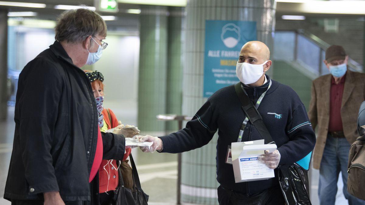 """Die Gefährdung der Gesundheit durch das Corona-Virus ist laut Robert-Koch-Institut für die Deutschen immer noch """"hoch""""."""