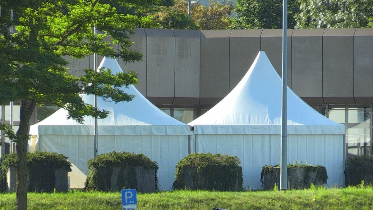Zusätzliche Zelte auf dem Kraftwerksgelände sorgen dafür, dass auch in der Kantine die Abstandsregeln eingehalten werden können.