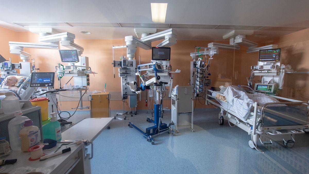 Kliniken halten weniger Betten für Covid-Fälle frei
