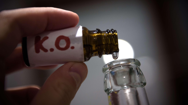Flasche mit K.o.-Tropfen (Symbolbild)