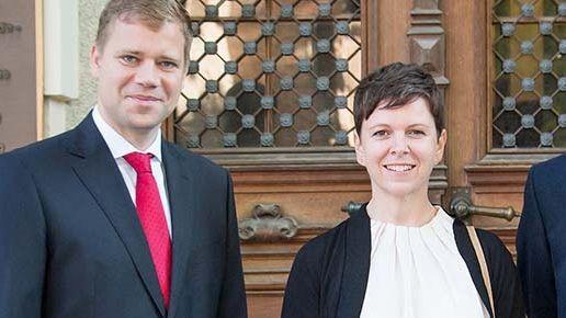 Die neue Klimaschutzmanagerin Andrea Müller mit dem niederbayerischen Bezirkstagspräsidenten Olaf Heinrich.
