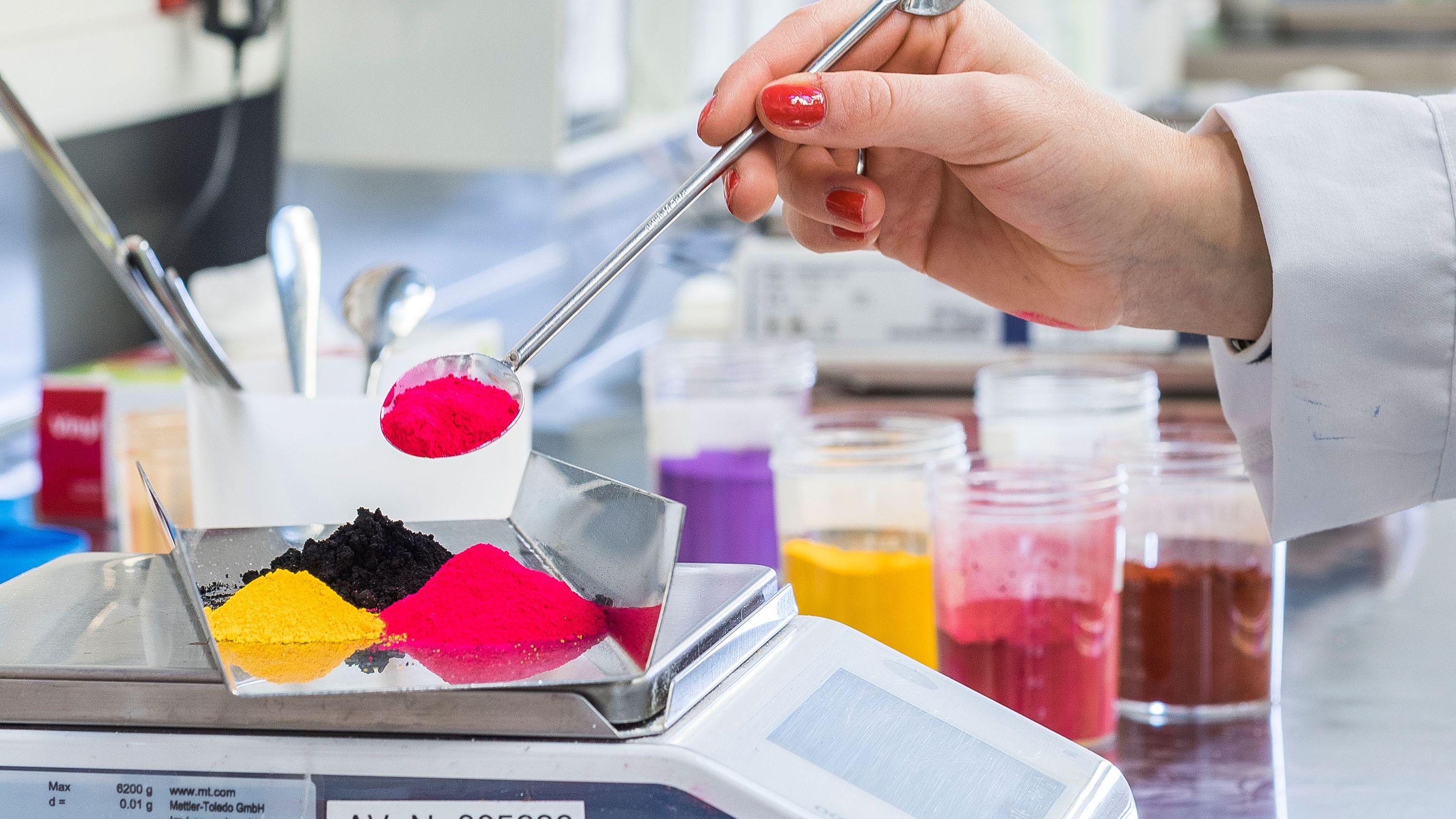 In der Forschungsabteilung von Schwan Cosmetics