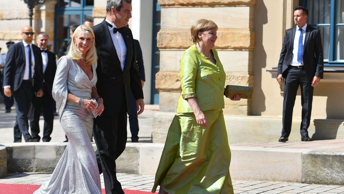 Bundeskanzlerin Angela Merkel und Bayerns Ministerpräsident Markus Söder mit Ehefrau Karin Baumüller-Söder im Jahr 2019