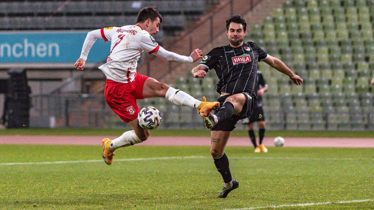 Spielszene Türkgücü München - Hallescher FC