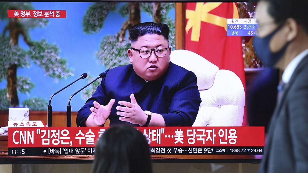 Ein Nachrichtenbeitrag über Kims Gesundheitszustand läuft auf einem Bildschirm in Seoul
