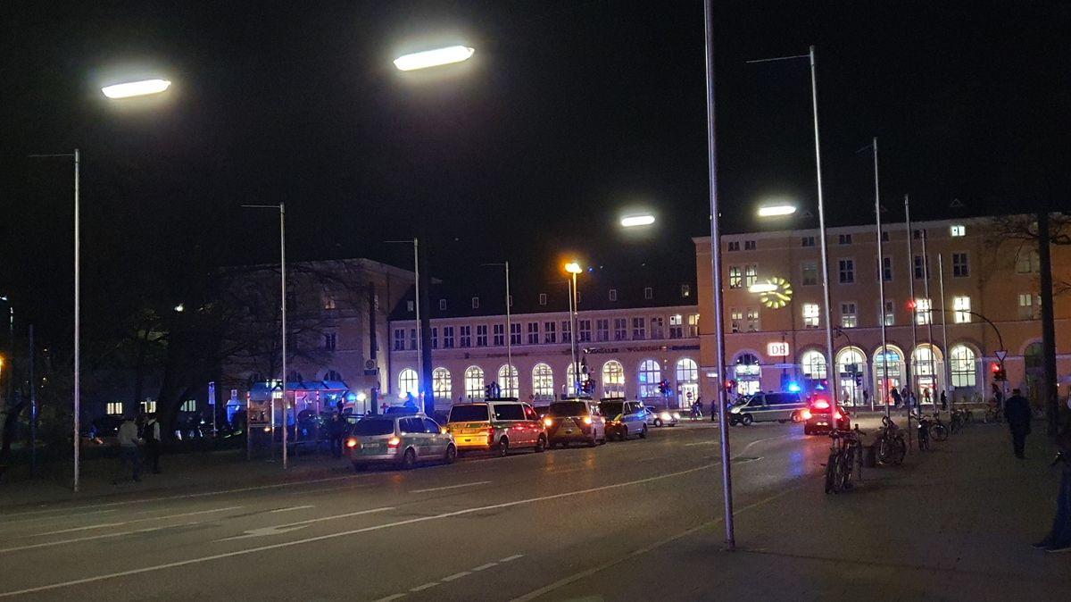 Einsatz vor dem Regensburger Hauptbahnhof nach Messerattacke