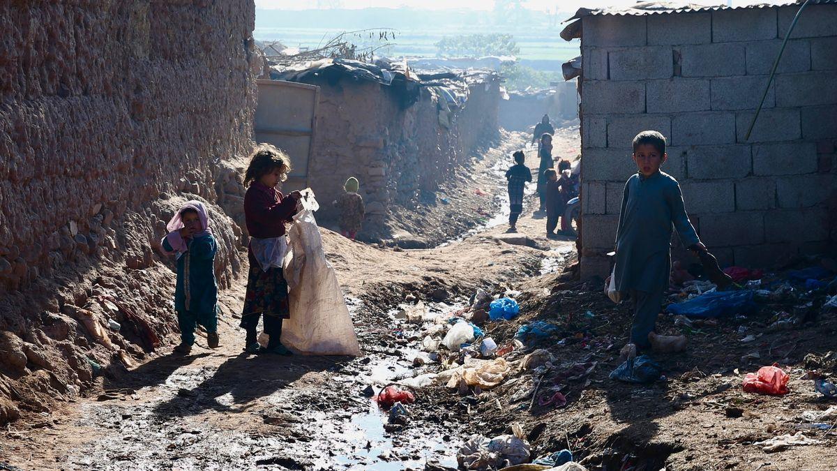 Afghanische Flüchtlingskinder in einem Lager bei Islamabad