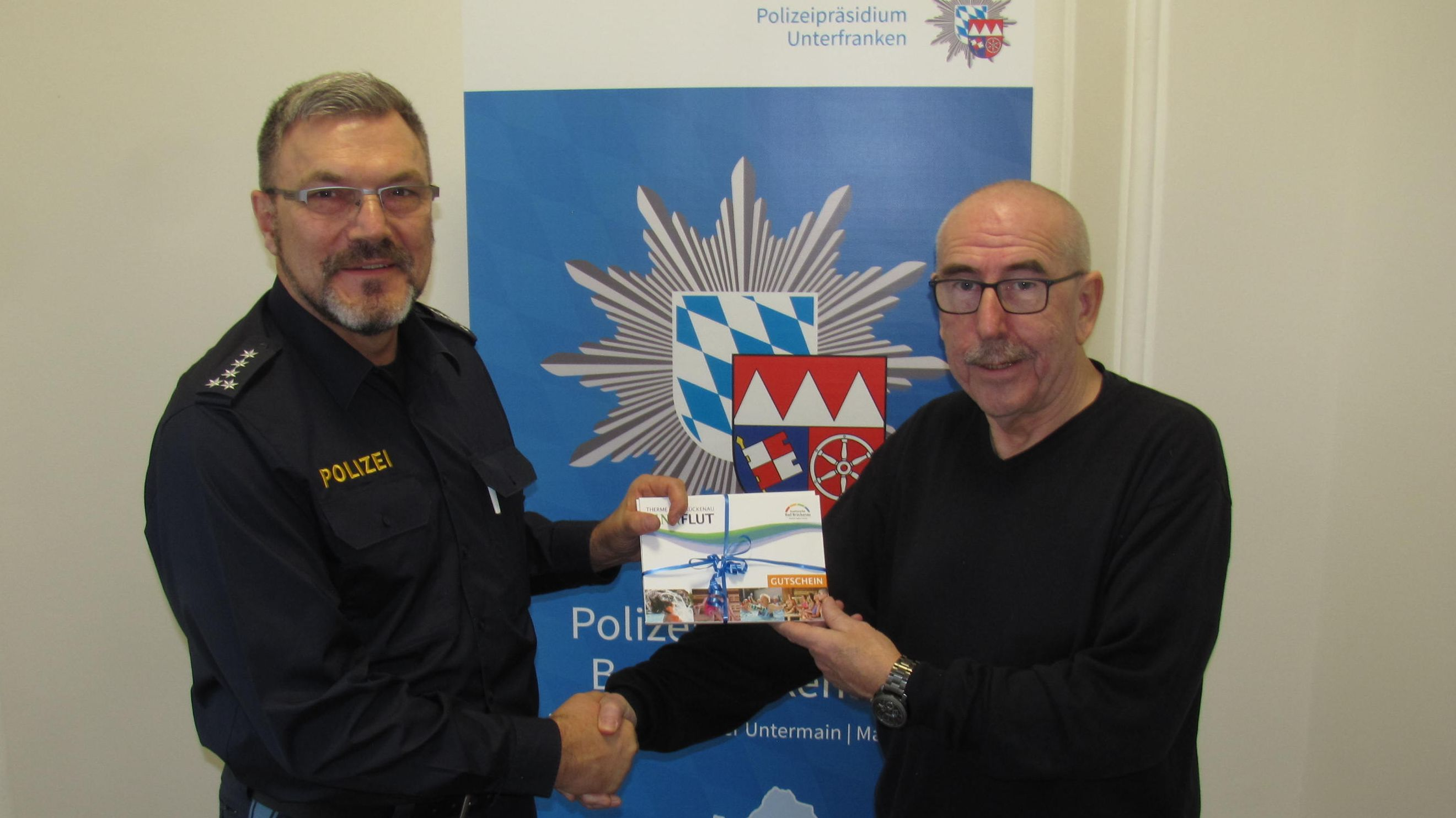 Bad Brückenauer Polizei ehrt aufmerksamen Autofahrer