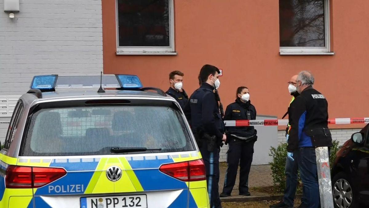 Polizisten am Tatort in Schwabach