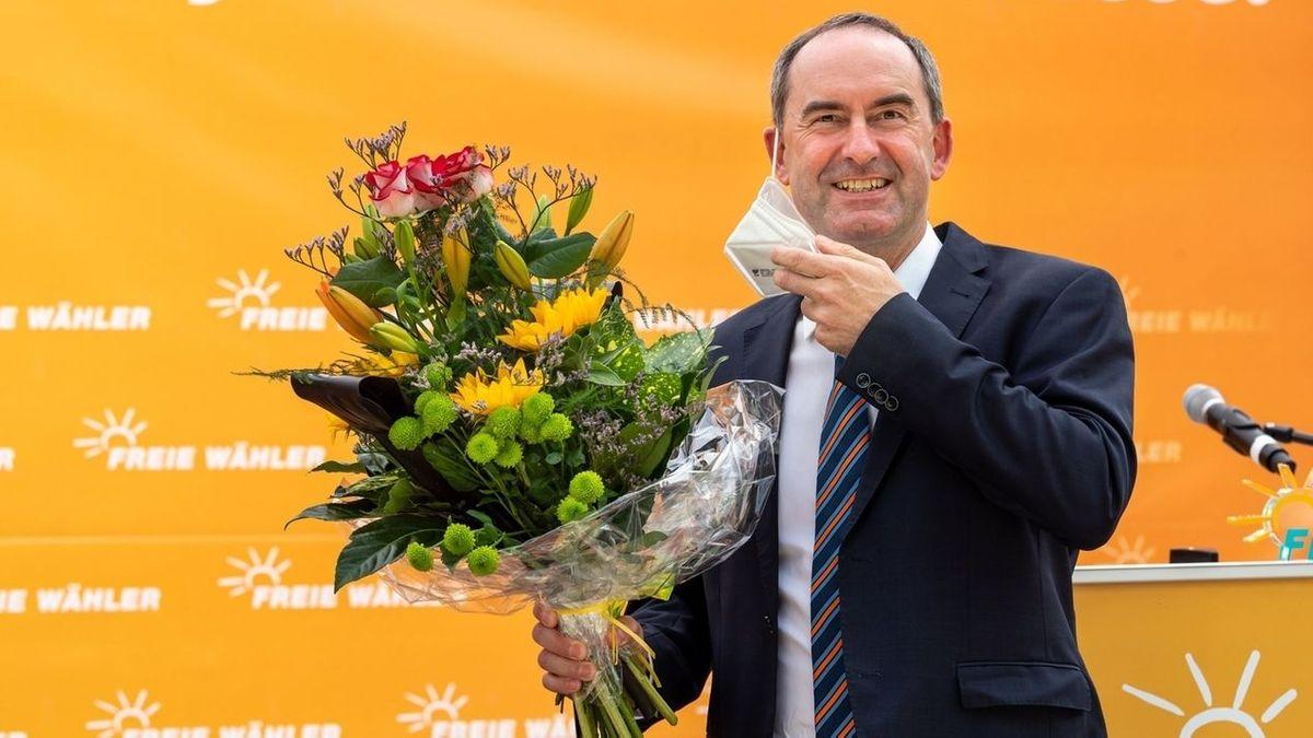 Die Freien Wähler hätten bei den Corona-Maßnahmen in Bayern einiges gerade gebogen. Auf dem Landesparteitag der Freien Wähler betonte Parteichef Aiwanger die Verdienste seiner Partei an der Corona-Politik.