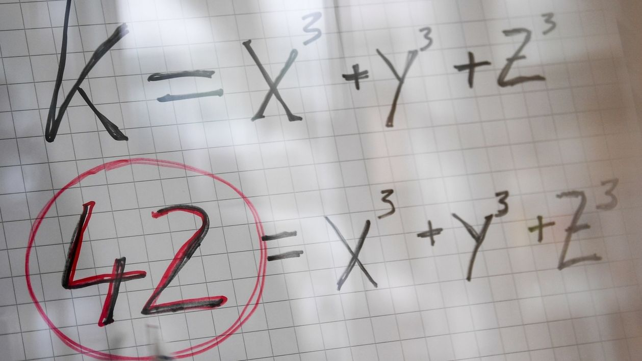 Gleichung auf Papier: 42=x³+y³+z³