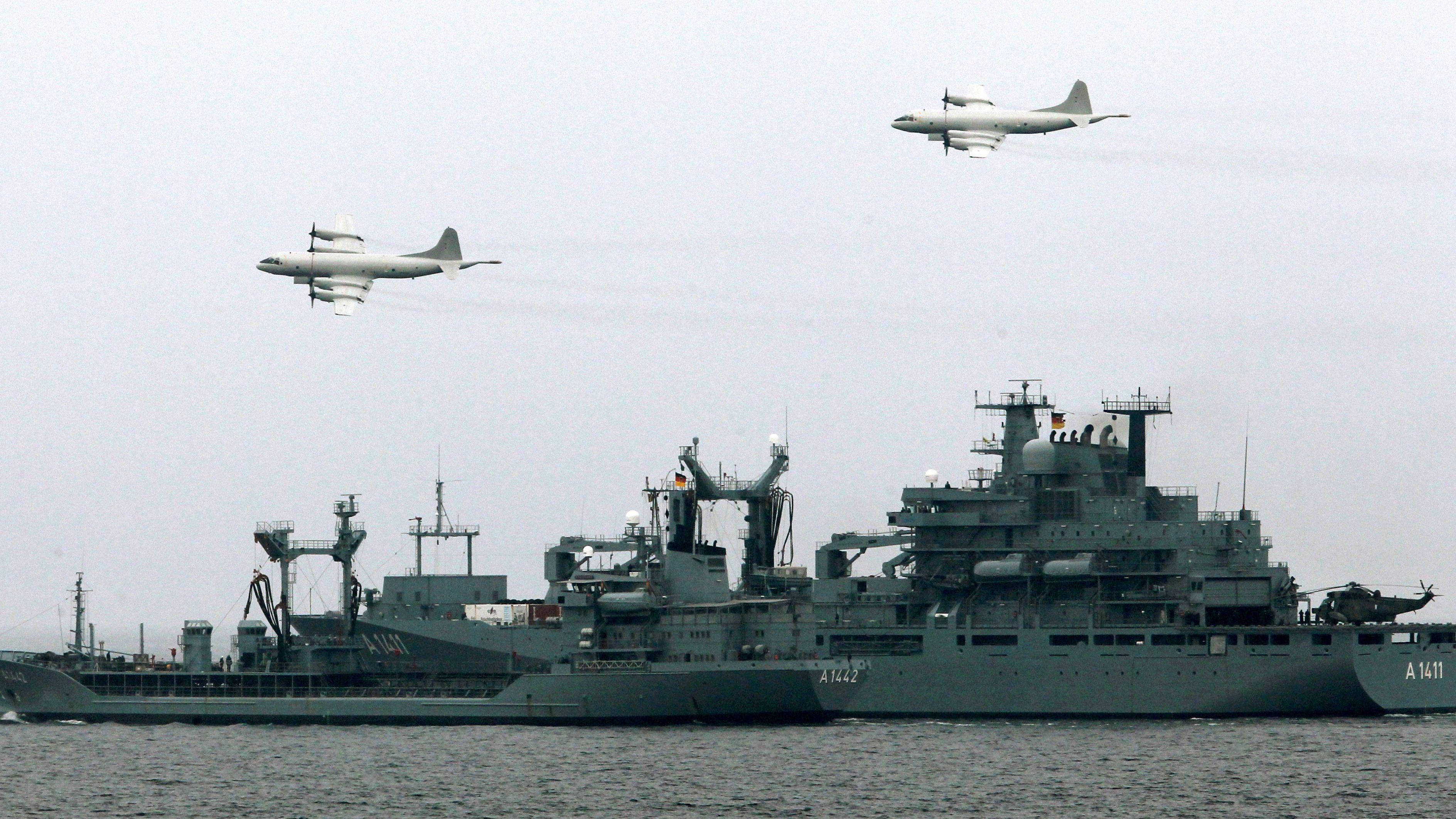 Zwei Fernaufklärungsflugzeuge vom Typ P3C-Orion, wie sie nun bei der EU-Mission IRINI zum Einsatz kommen.