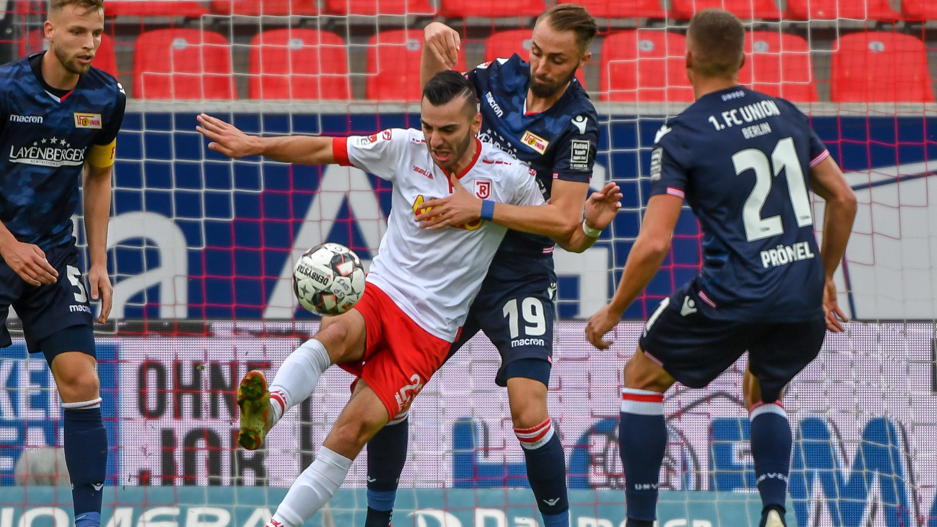 Spielszene SSV Jahn Regensburg - 1 FC Union Berlin
