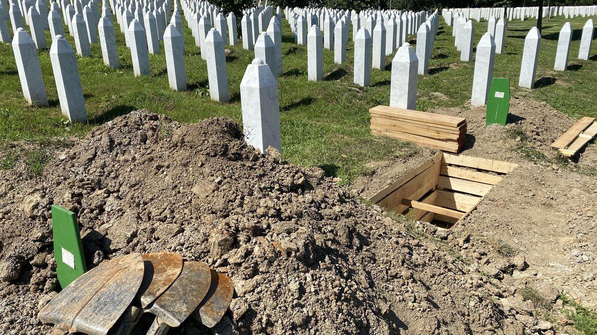 Gräber von Opfern des Massakers von Srebrenica 1995