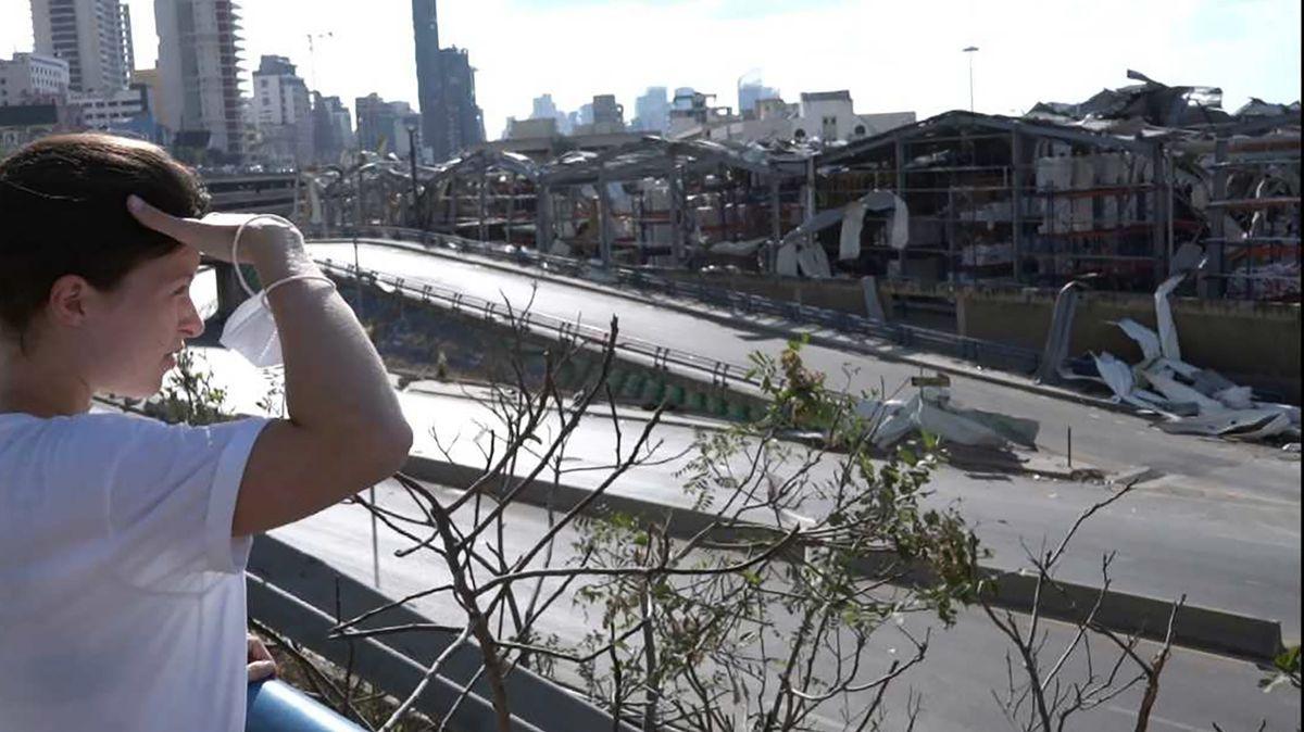 BR-Autorin Hanna Resch schaut in Beirut auf die Trümmer nach der verheerenden Explosion