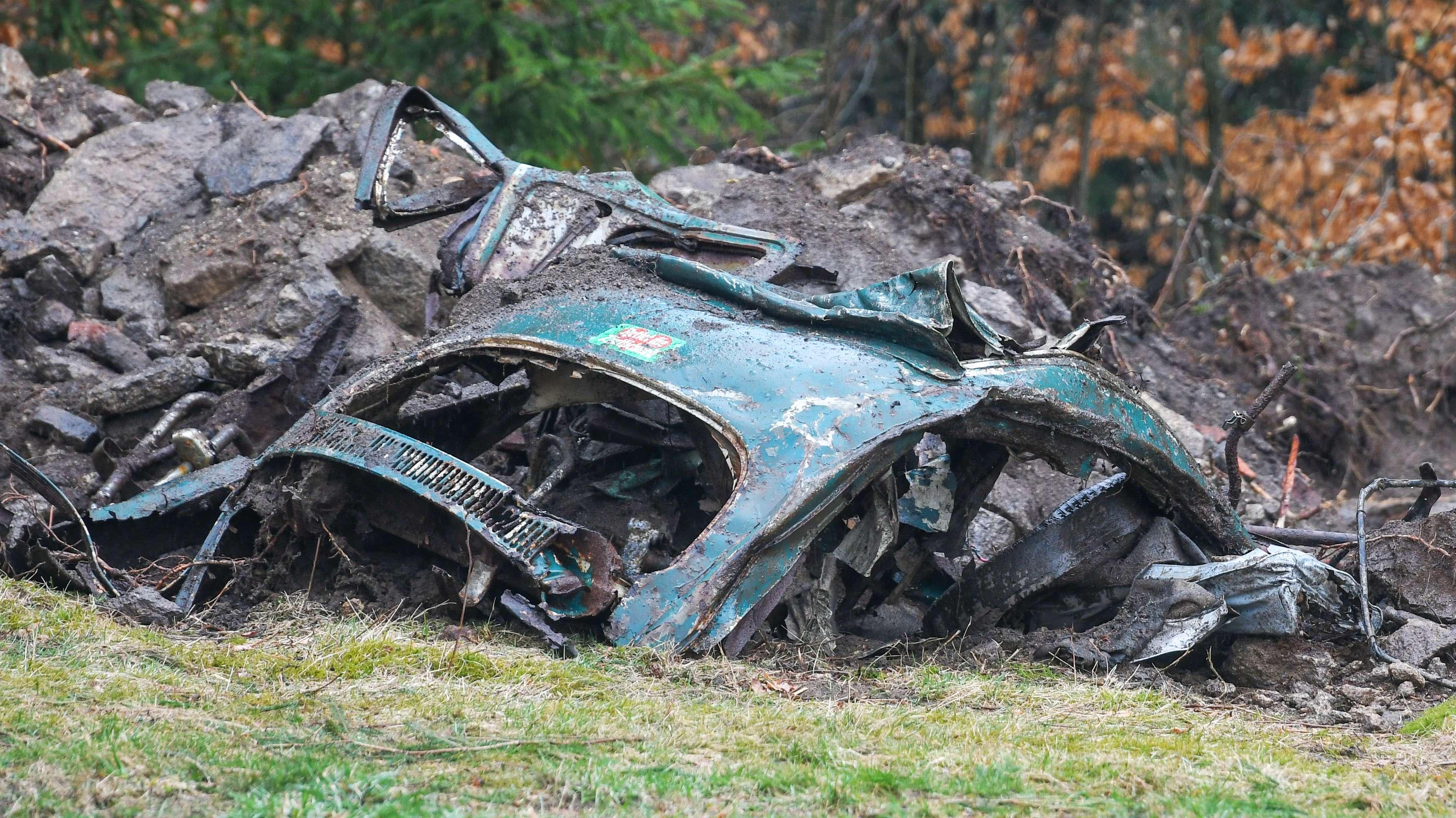 Bei den Grabungen wurde das Wrack eins grünen VW Käfers gefunden.