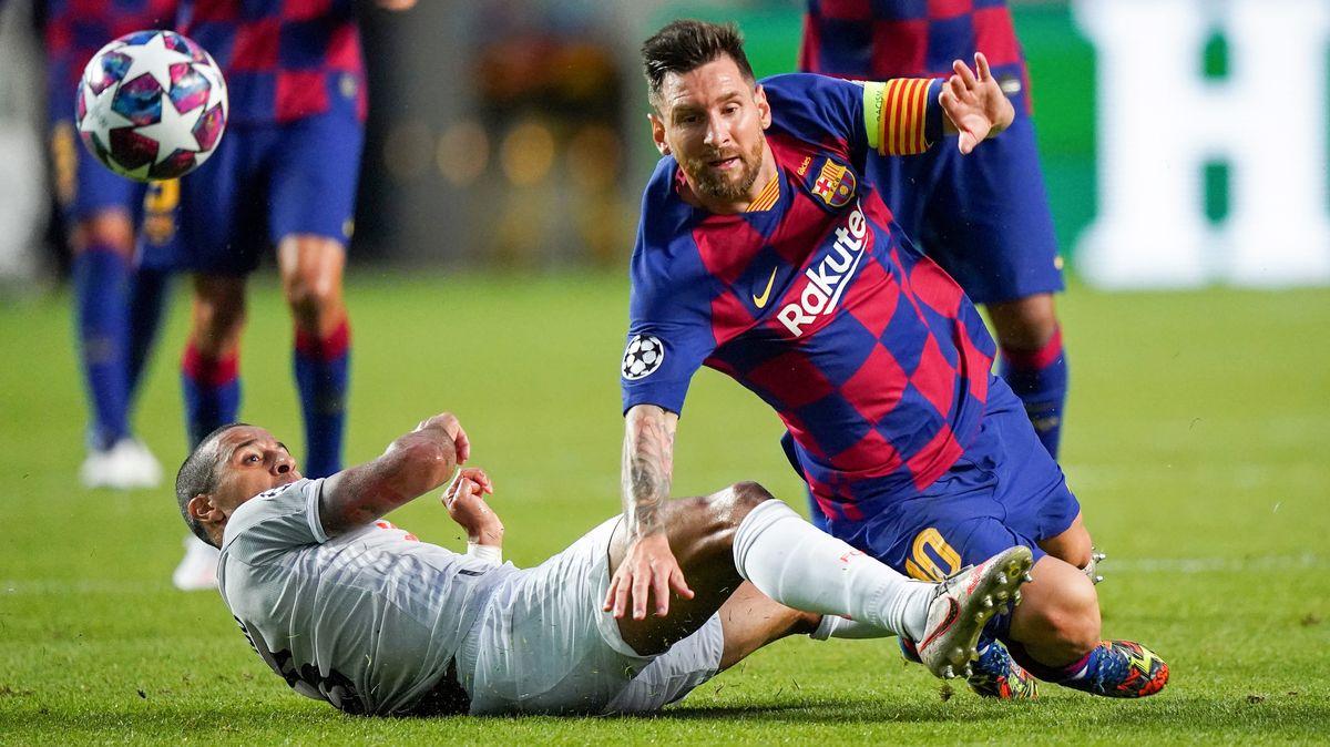 Spielszene Barcelona-FC Bayern mit Thiago (links) und Lionel Messi