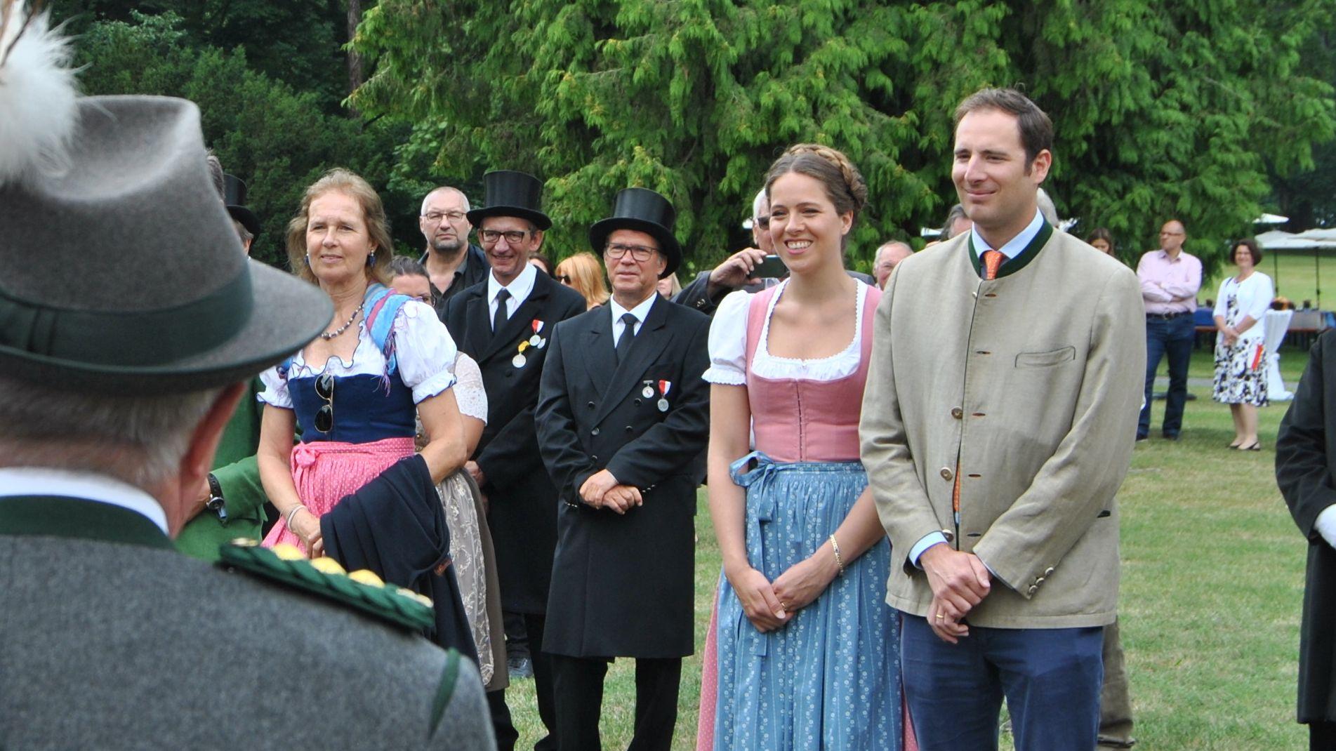 Otto Fürst zu Castell-Rüdenhausen und Sophia Mautner von Markhof im Schlosspark in Rüdenhausen