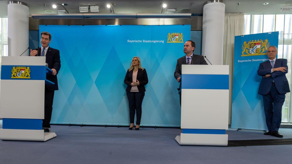 Ministerpräsident Söder, Gesundheitsministerin Huml, Wirtschaftsminister Aiwanger und Innenminister Herrmann (v.l.n.r.) am 30.03.20