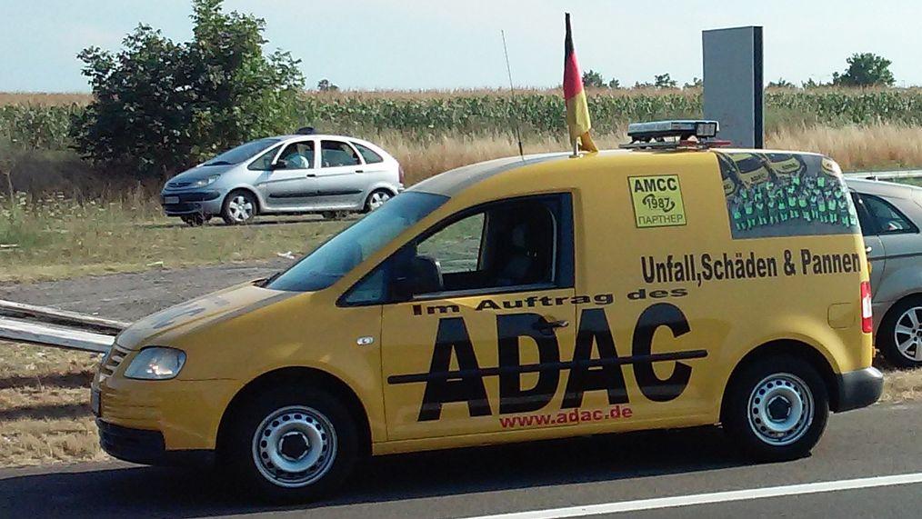 Ein falsches ADAC-Pannenhelferauto in Serbien.