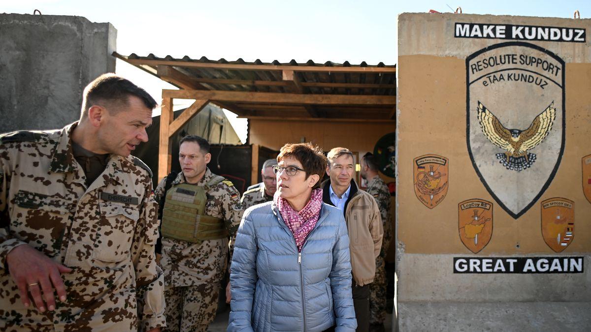Verteidigungsministerin Annegret Kramp-Karrenbauer zu Besuch der der Bundeswehr in Kundus