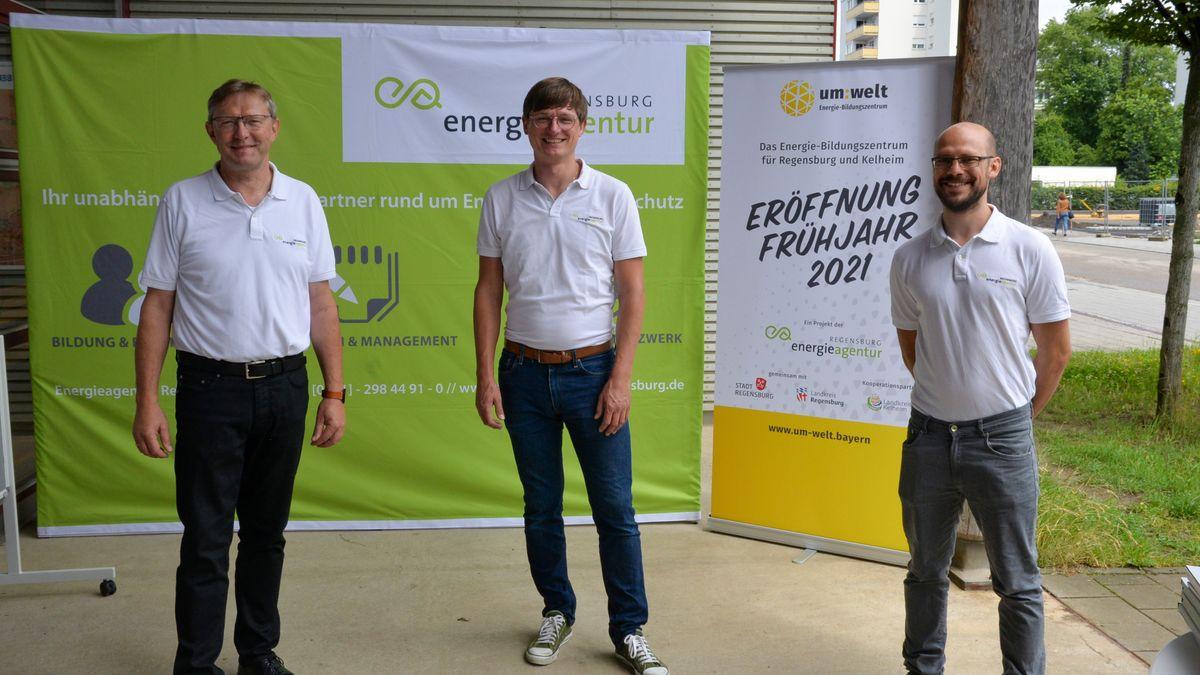 Ludwig Friedl, Geschäftsführer, Johannes Zange, Bildungsreferent, und Matthias Werner, Marketing, stellen das Energiebildungszentrum vor.