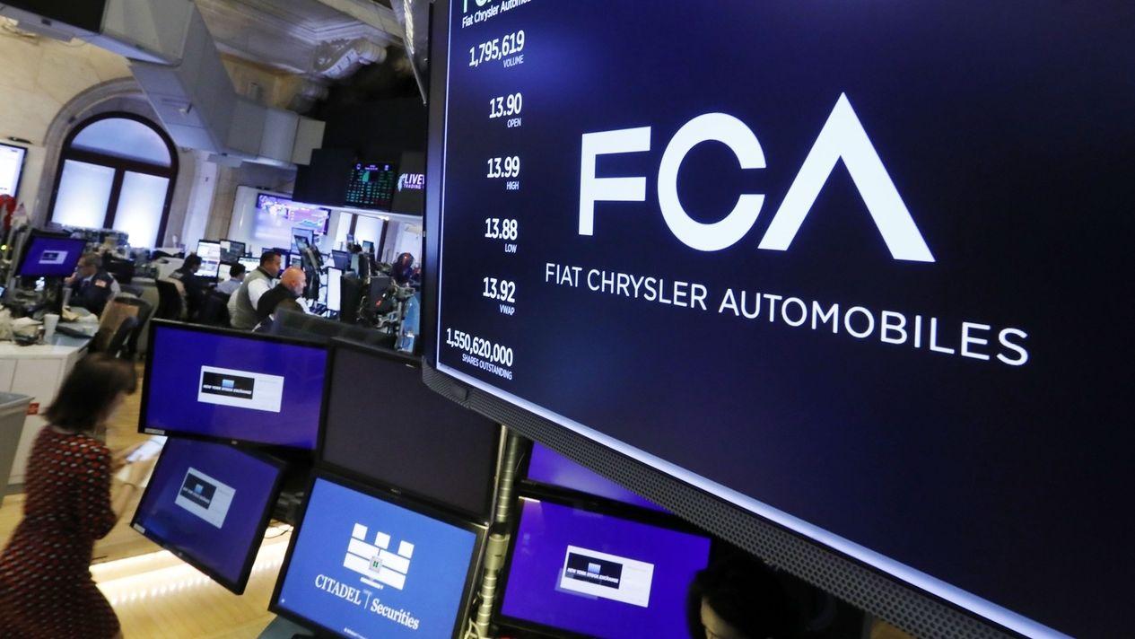 Logo von Fiat Chrysler auf Bildschirm in der New Yorker Börse