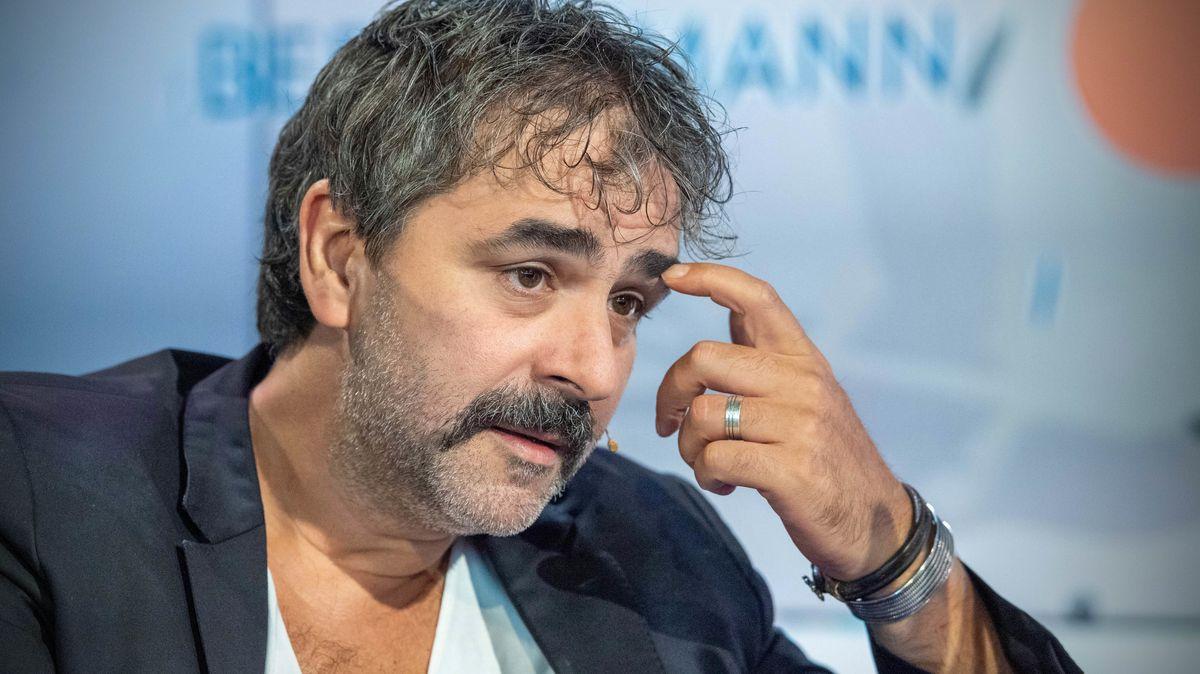 """Der """"Welt""""-Journalist Deniz Yuecel ist in Abwesenheit in der Tuerkei zu fast drei Jahren Haft verurteilt worden."""