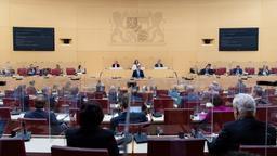 30.10.2020, Bayern, München: Markus Söder (CSU), Ministerpräsident von Bayern, gibt im bayerischen Landtag während einer Plenarsitzung eine Regierungserklärung ab, die Abgeordneten sitzen zwischen Plexiglasabtrennungen. Bund und Länder haben ab dem kommenden Montag einen Teil-Lockdown beschlossen. Foto: Sven Hoppe/dpa +++ dpa-Bildfunk +++ | Bild:dpa-Bildfunk/Sven Hoppe