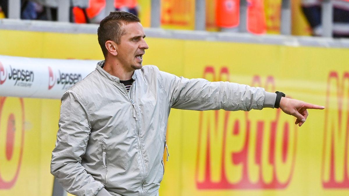 Geht in sein drittes Jahr beim SSV Jahn: Trainer Mersad Selimbegovic