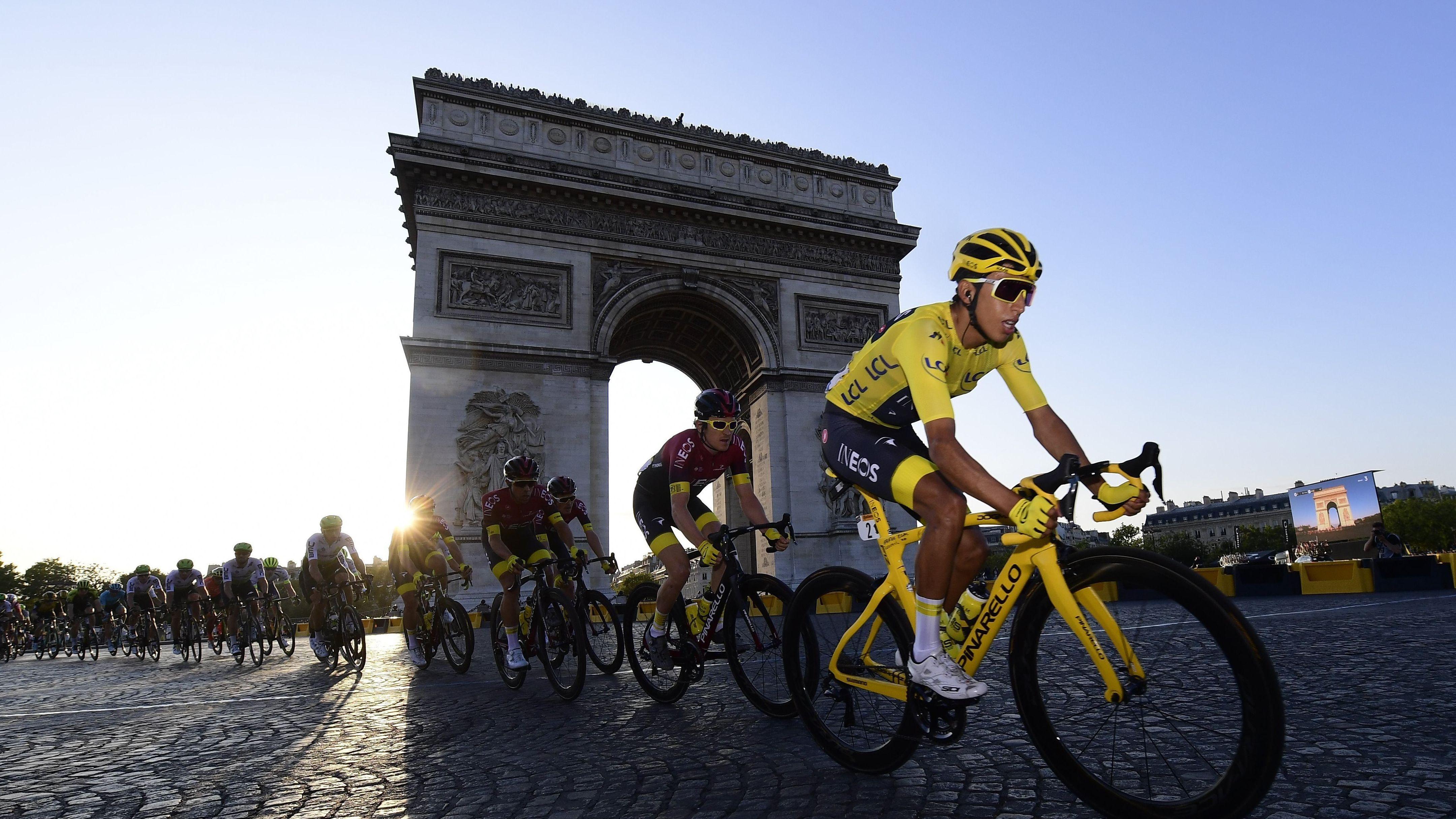 Radsportler bei der Tour de France in Paris