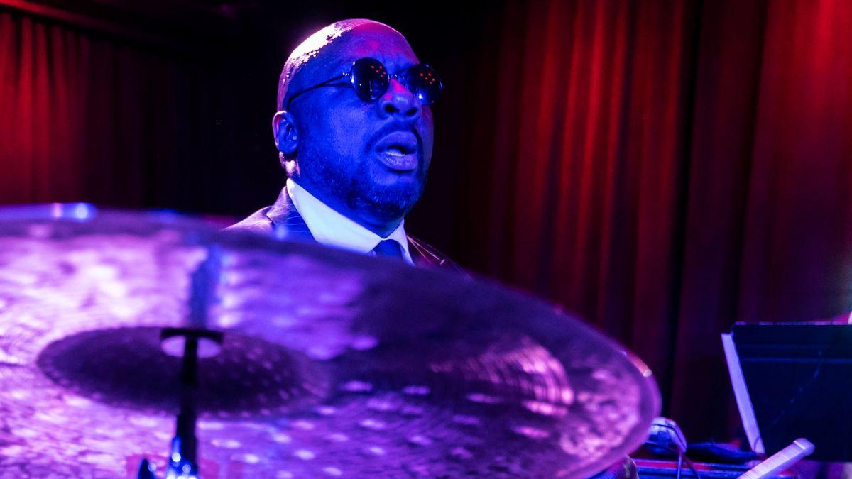 Gefragter Session-Drummer am Schlagzeug