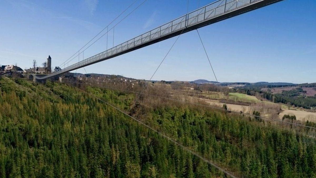 Eine Computer-Animation zeigt, wie die Brücke über das Höllental verlaufen könnte.