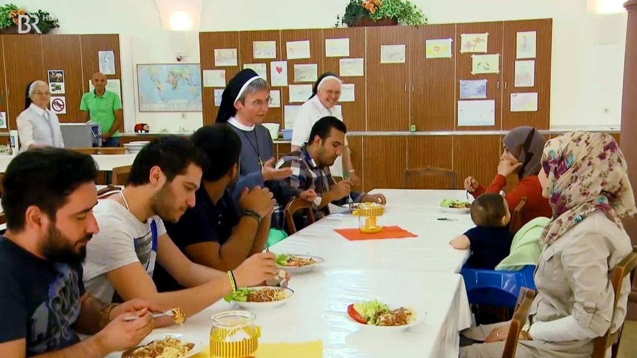Würzburger Erlöserschwestern versorgen Flüchtlinge in ihrem Kloster.