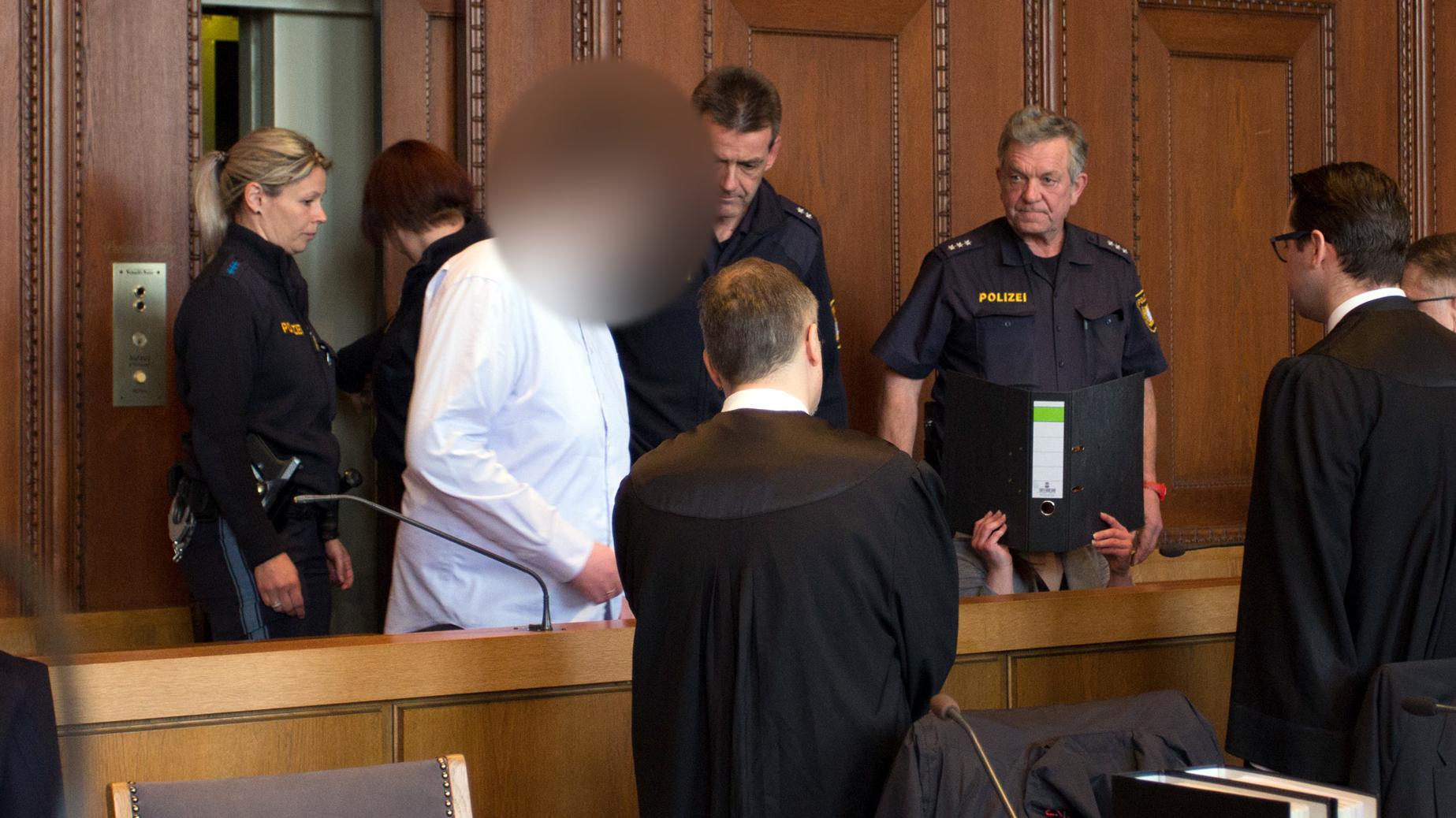 Die beiden Angeklagten im Gerichtssaal