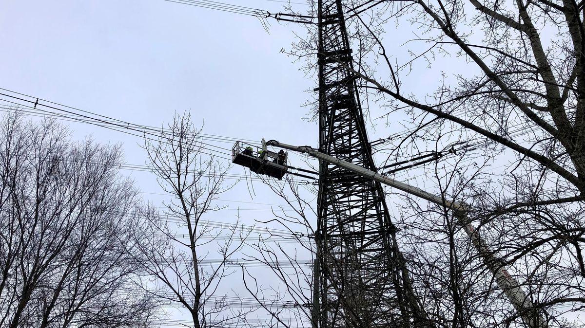 Arbeiten an Strommast bei Niederaichbach