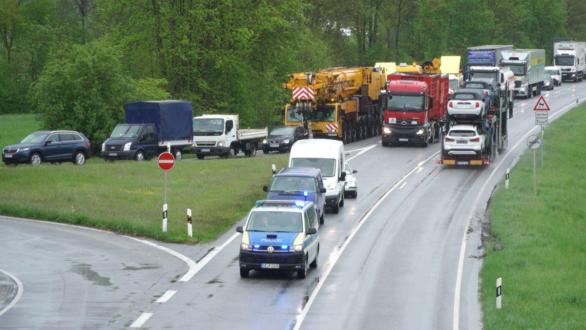 Wegen des Schwertransports gab es Verkehrsbehinderungen im Kreis Kelheim
