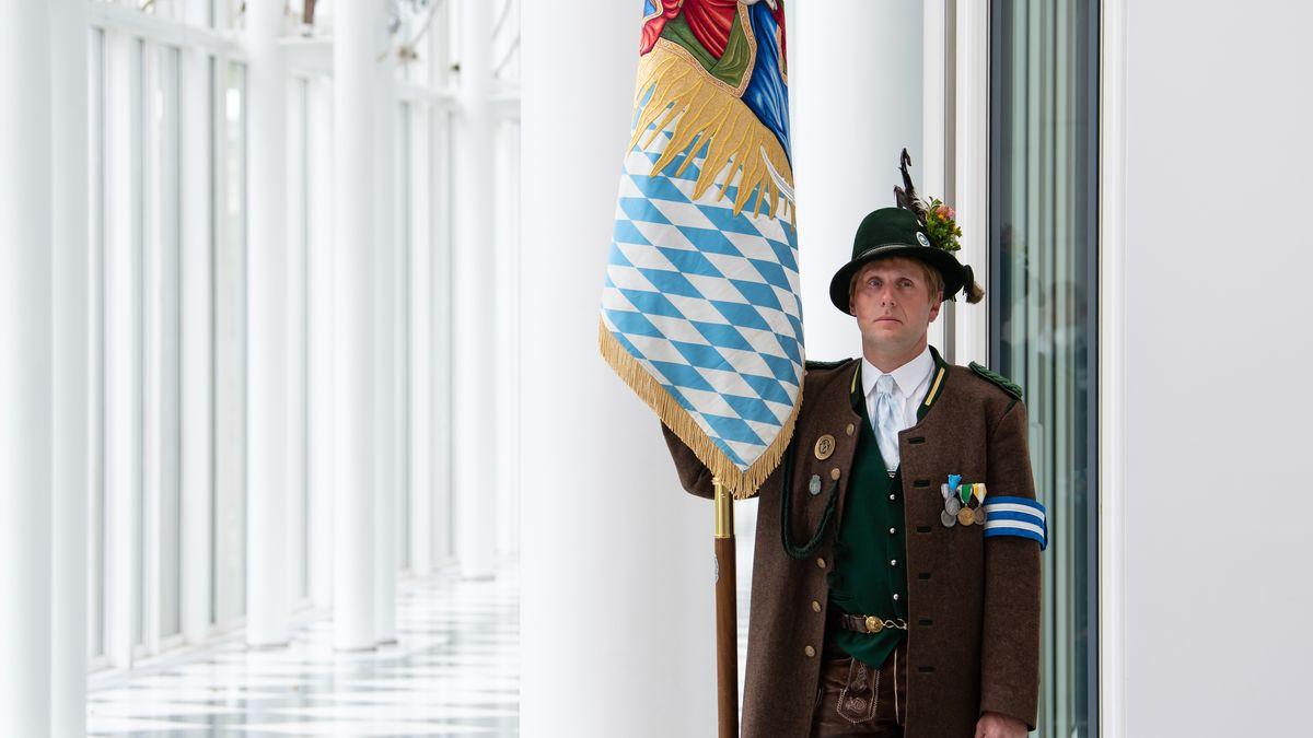 Symboldbild: Ein Mitglied der bayerischen Gebirgsschützen 2020 in der bayerischen Staatskanzlei.