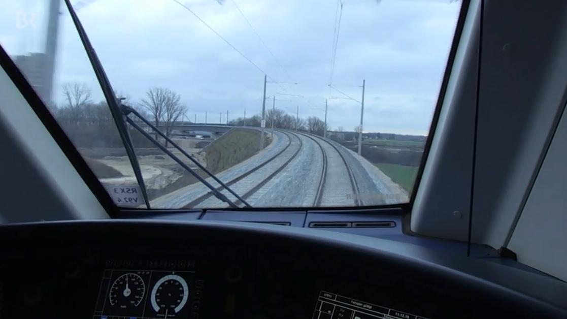 Ausblick aus dem Cockpit des Üfex auf die Neufahrner Kurve
