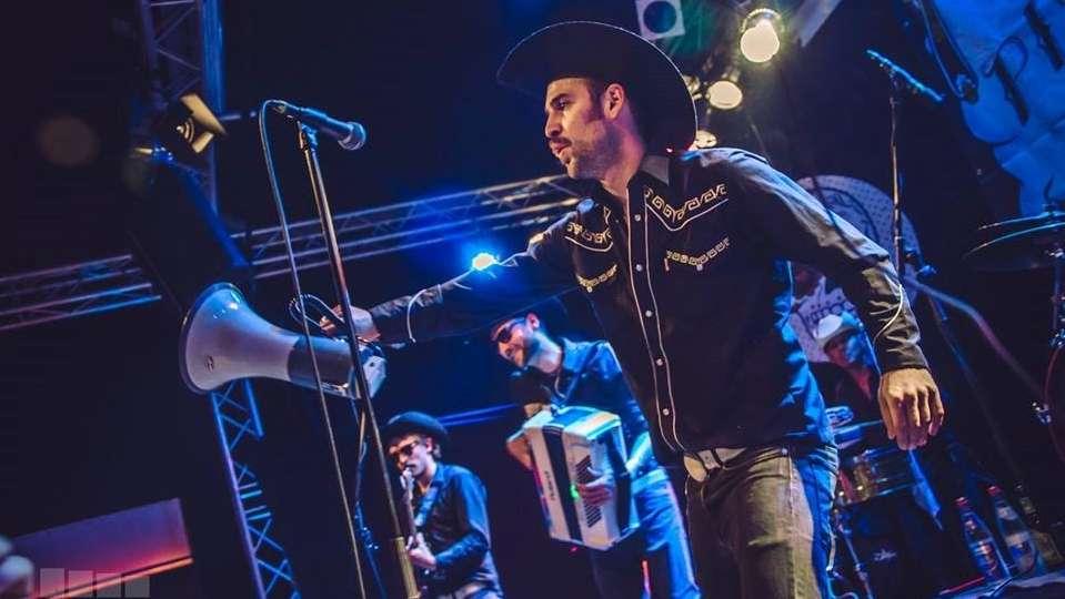 Los Pistoleros live